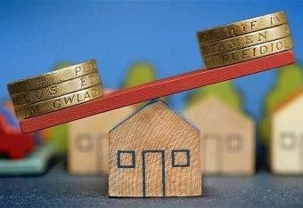 Стоит ли брать ипотеку: требуют ли сейчас банки справку 2НДФЛ, плюсы и минусы данного кредита, а также выгодно ли покупать таким образом квартиру или лучше накопить, и почему продать ипотечную недвижимость впоследствии можно дороже?