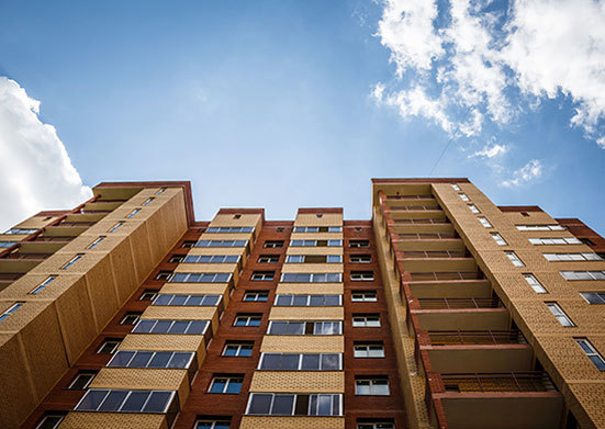 Выписка из квартиры по месту жительства и прописка по другому адресу одновременно: законно ли это и возможно ли? Каков порядок двойной процедуры и как выписаться и прописаться без проблем?