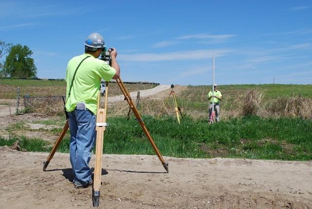 Стоимость межевания земельного участка: сколько стоит сделать, цена, проект планировки территории линейного объекта, а также должен ли это оплачивать пенсионер?