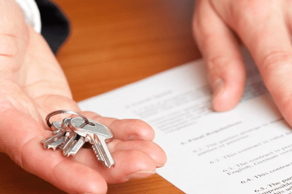Налог для физических лиц с продажи нежилого помещения и за пользование имуществом в собственности: есть ли вычет и кто имеет право не платить
