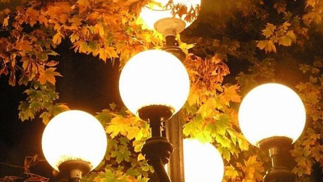 Освещение придомовой территории многоквартирного дома: закон о подсветке дворового участка, а так же что это такое и кто отвечает за осветительные приборы?