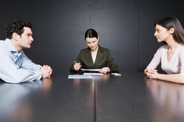 Раздел ипотеки: решение суда, что делать, если банк подал иск из-за долгов или если происходит дележ квартиры между супругами при разводе?
