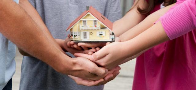 Приватизированная квартира после смерти владельца – как делится наследство без завещания по закону?